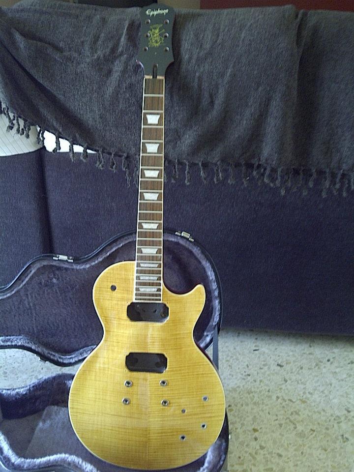 Por fin, arreglé (me arreglaron) la guitarra.